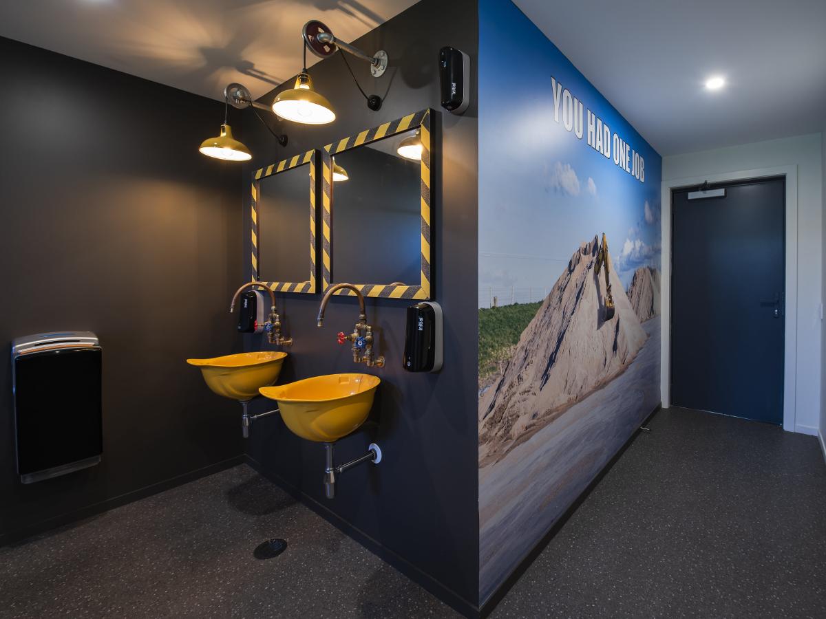 Toilets003 min crop 1200px